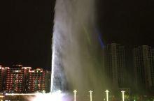 音乐喷泉开放时间晚上8点到8点半;时间不长,要掌握好时间