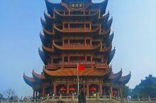 湖北武汉黄鹤楼景区。可从黄鹤楼上远眺新中国第一座铁路,公路合一的大桥——武汉长江大桥。