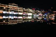 张家界的凤凰古城夜景还是不错的