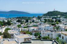 这是一座特别 地中海 风格的度假城市。除了在游客口碑中很热门的 阿拉恰特 , 博德鲁姆 属最接近 圣