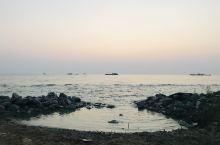旭日冉冉暖波澜 礁岩安然迎晨光