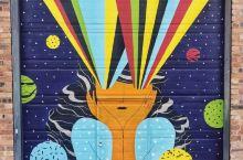 邓迪有36扇涂鸦门,分布在城市的大街小巷里