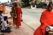 琅勃拉邦|在布施的脚步声中苏醒