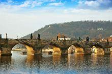 我就站在布拉格黄昏的查理大桥(1)