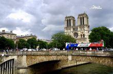 法国巴黎,以降水女神名字命名的河——塞纳河