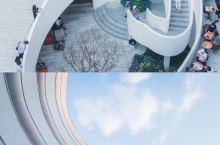 广州新晋网红拍照地!旋转楼梯打造简约高冷风