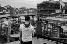 重游网红打卡地 朱家角算是上海帮周庄的商业开发成功后,得到启发作为上海重点古镇而不断的加以包装开发,