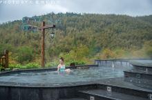 在御水温泉酒店享受无边竹尖温泉,如沐云端。