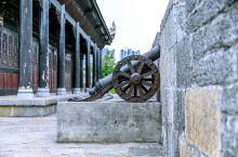 贵州属于喀斯特地貌,石料也极为丰富。建于明代的福泉古城墙,随着岁月的冲刷,至今还保留着别具一格的古城
