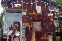 """家计划区域  """"家计划""""是怎么回事呢?直岛的本村地区有很多300多年历史的老房子,破败不堪。1997"""