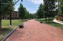 这是一座神奇而美丽的校园  宾夕法尼亚大学是东海岸最漂亮的城市校园之一,即使不是面积最大的大学。它确