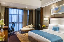 值得一去的酒店——鹤山碧桂园天麓湖凤凰酒店  天麓湖嘛,是一个如图所示的大水洼,四周挺安静的  【酒