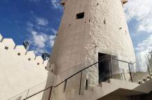 阿布扎比最悠久的建筑一一豪森城堡,是以前阿拉伯酋长国统治者的住所,现在经翻新维修,已成为阿布扎比一个