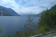 从峡湾乘大巴去挪威首都奥斯陆一百多公里山路上的美景