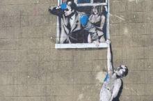 你总会见过那么几幅Banksy的涂鸦