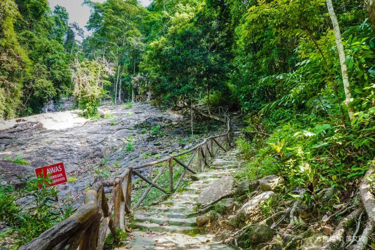 Durian Perangin Waterfall1
