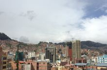 DAY7、2月26日,库斯科飞玻利维亚首都拉巴斯,一座高海拔的山城,还赶上了他们的狂欢节。 机场里就