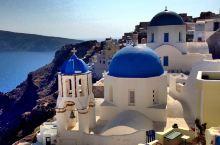 去OIA寻找在无数明信片上见过的蓝顶大教堂