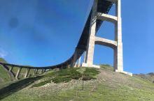 壮观果子沟大桥:桥上桥下都美景