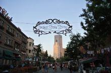 天津意式风情街 进了意风区的人都变得风度翩翩,与世隔绝一样。街道两侧有很高端的西餐厅,典型的古洋风格