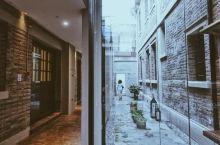 陆家嘴最繁华的商圈,竟然藏着浦东最后一个民国老宅,一抬头就能看见东方明珠