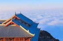 峨眉山金顶有一座世界上最高的金佛