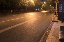 吉大南校正门,有个公交亭