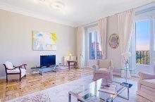 【马德里民宿】全景完美度假公寓  地址: Calle de Bailén   非常适合全家出游的酒店