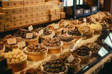 利沃夫   巧克力工厂  一个可以享受咖啡和热巧克力,也可以吃巧克力芝士蛋糕配一杯咖啡。  可远远不
