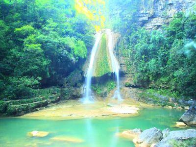 環江牛角寨瀑布群景區