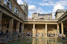 巴斯古罗马浴场,池水如碧玉一般诱人,适中的温度,让人觉得温暖