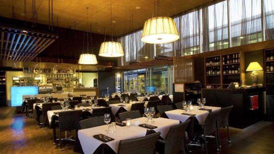 Black Angus Bar & Grill