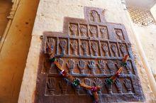 梅兰加尔古堡,36个血手印