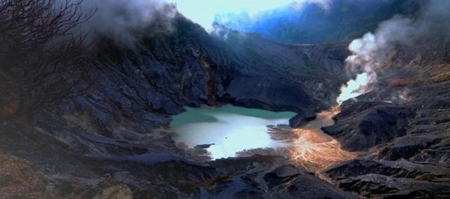 在 印尼 活火山口上(印尼 万隆 覆舟活火山自助游记)