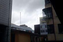 今天福清又要刮台风了,天上的乌云飘得很快。
