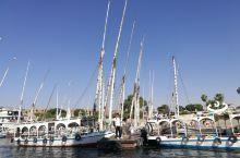 埃及卢克索尼罗河上帆船游