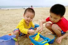 阳江海陵岛,沙滩挺好的,带我两儿子玩沙子。