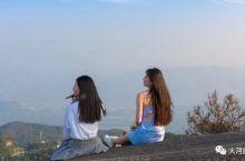 浙南的温州多山,最南端的苍南县也不例外,其中名气最大的就是玉苍山了。苍南县以前属于平阳,1981年从