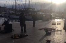 马赛旧港,自带打光的音乐表演