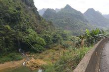 德天跨国大瀑布圈起几十公里,沿边公路过不去