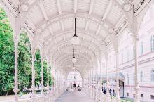 温泉小镇卡罗维发利-古典与优雅的温泉长廊