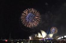我能想到最浪漫的事,就是和你一起在悉尼看跨年烟火。