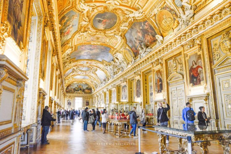 Louvre Museum4