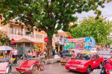 #网红打卡地#马来西亚旅行 槟城壁画街,一般建议步行,因为壁画分布广且会在一些小巷里面,不建议坐车。