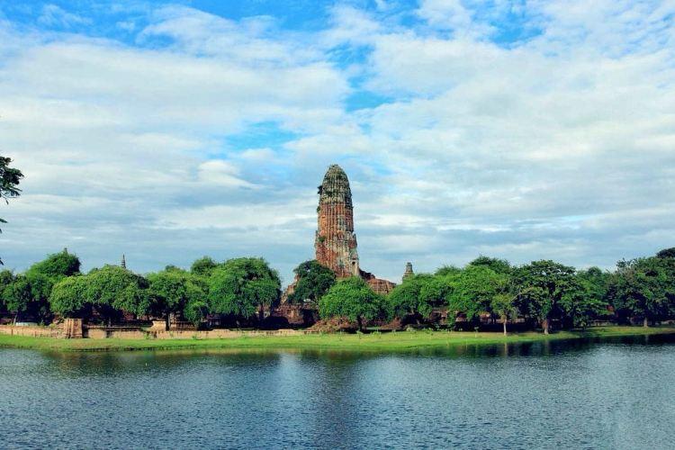 Wat Phu Khao Thong1