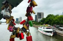 法兰克福的美茵河畔真的是风景如画,安宁优雅感觉舒服极了。