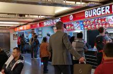伊斯坦布尔机场转机 去摩洛哥途中,在伊斯坦布尔转机,等候5小时,就在这里闲转悠呗,吃到大都是美式快餐