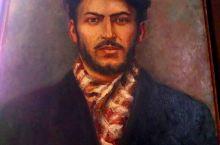 斯大林的故乡在格鲁吉亚的戈里,抛开他铁血政治,年轻时还真帅