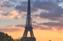 巴黎铁塔下的浪漫