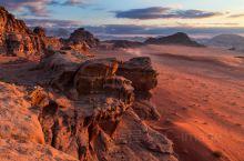 瓦迪拉姆:火星般的色彩,月球上的地貌
